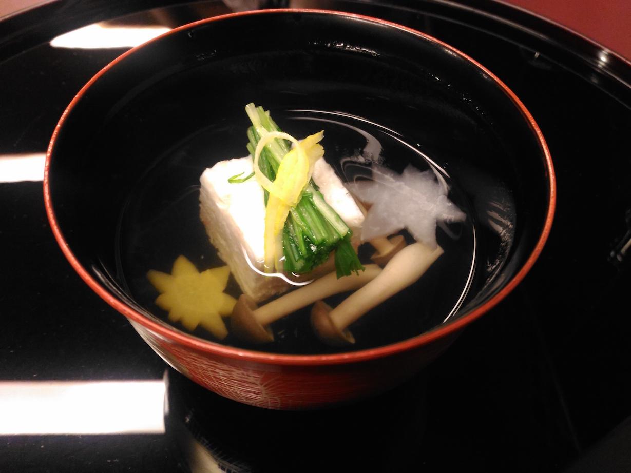 金沢駅横の日本料理 雲海での、庭園を眺めながら食べる豪華会席コース