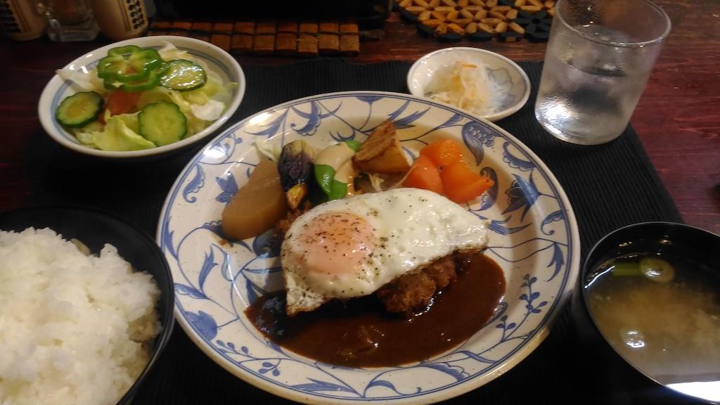 金沢 近江町市場の裏の地下街?!定食屋「カプリ島」で超レトロな時間を過ごす
