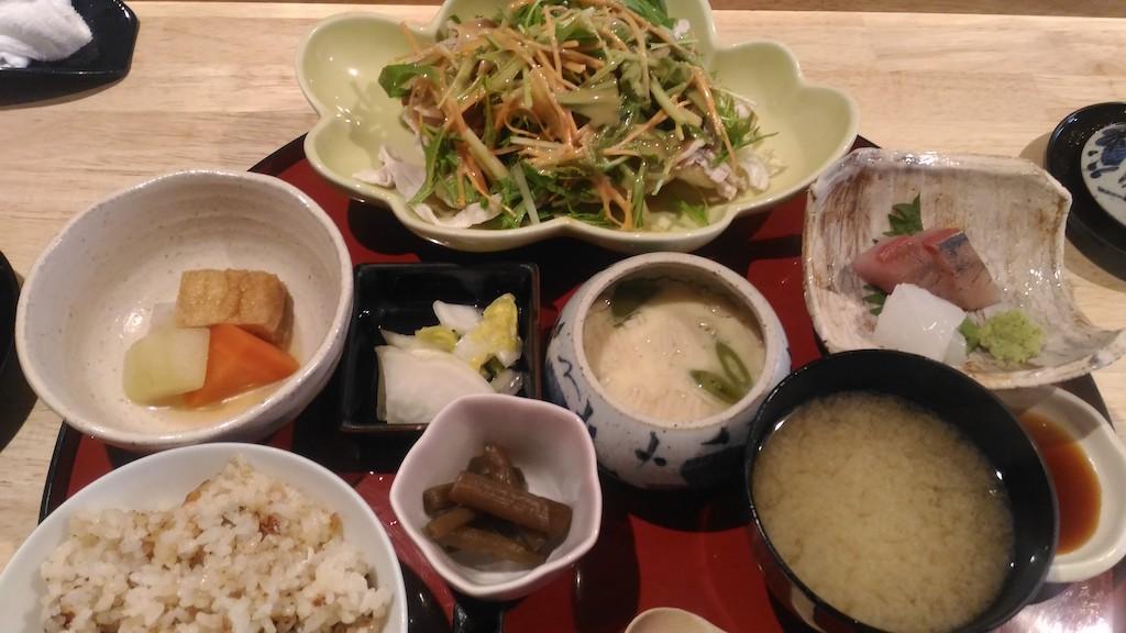 1000円でこのコスパはすごい!近江町市場近く「しもたに」のランチ定食