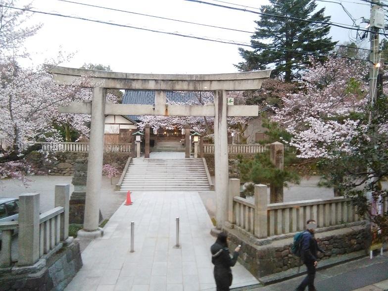 東茶屋街のパワスポ宇多須神社前の多聞でふわふわパンケーキを食す