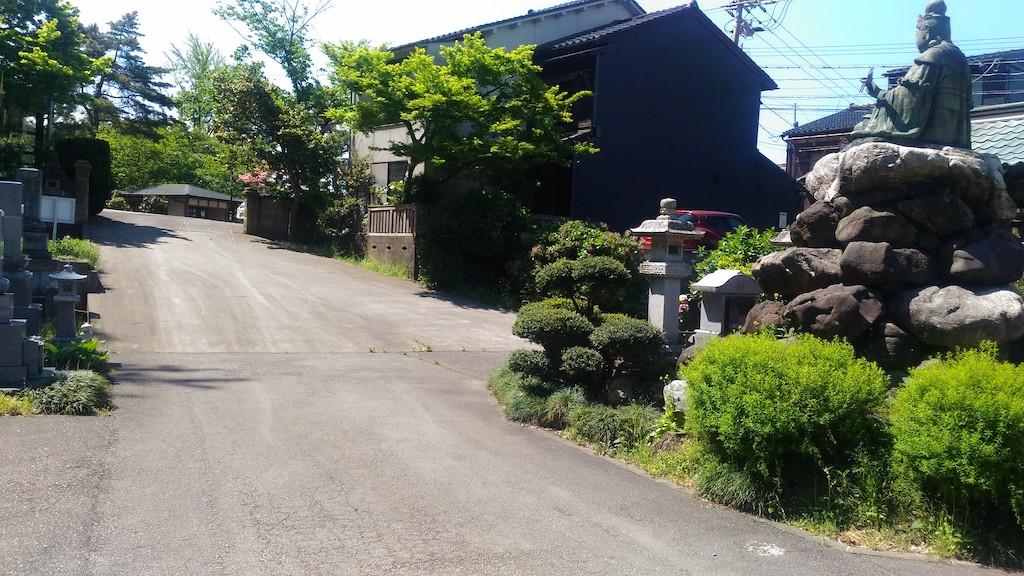 妙音弁財天が鎮座する「了願寺」!心の道の二寺目は、ひがし茶屋街に入る一歩手前です