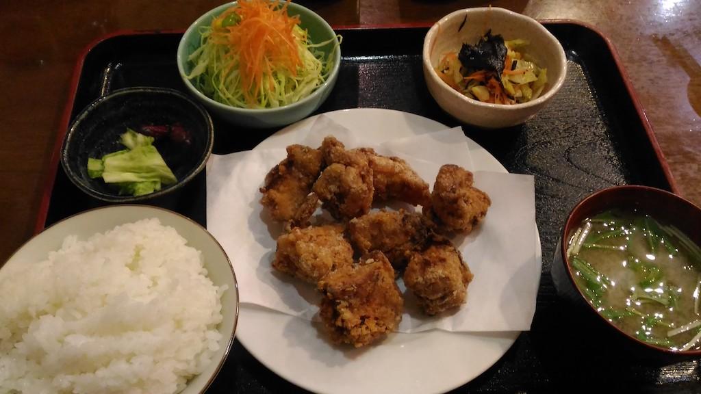 ひがし茶屋街近くの路地裏にある「じわもんや」のボリューム満点のおいしい定食