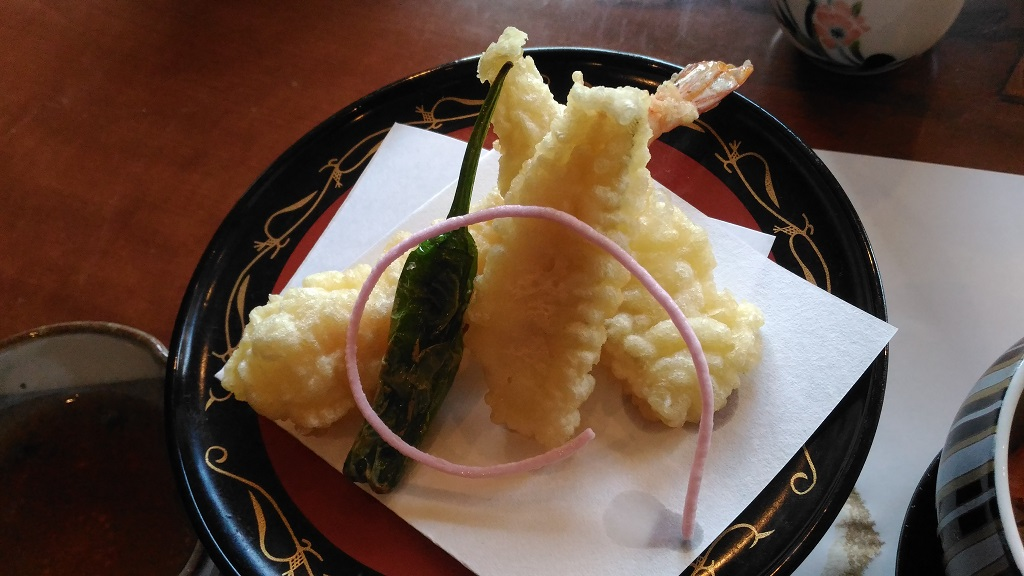 大きなアロワナが泳ぐ!隠れ家和食レストラン「まほら」で芸術的な和食に舌鼓