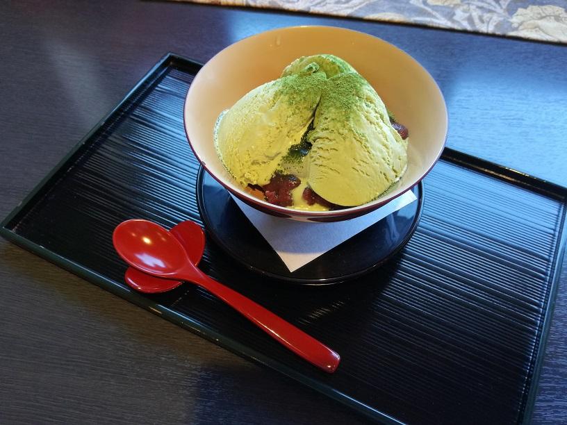 金沢 漆の実で甘味を味わう心落ち着くひととき