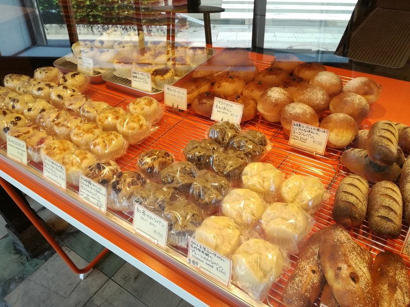 安江町のワタナベヤ!の蒸しパンを食べて朝から元気いっぱい