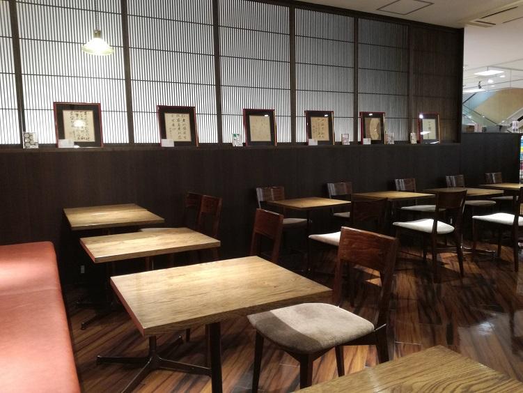 金沢の喫茶店、文豪カフェあんずで読書タイム