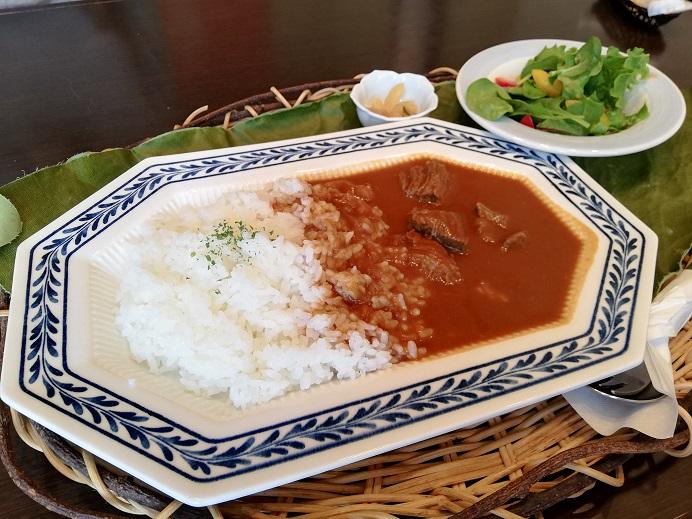 青木クッキングスクールに併設されたレストラン四季のテーブル