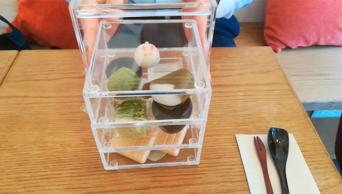 越山甘清堂本店のカフェ甘で至福のおやつタイム